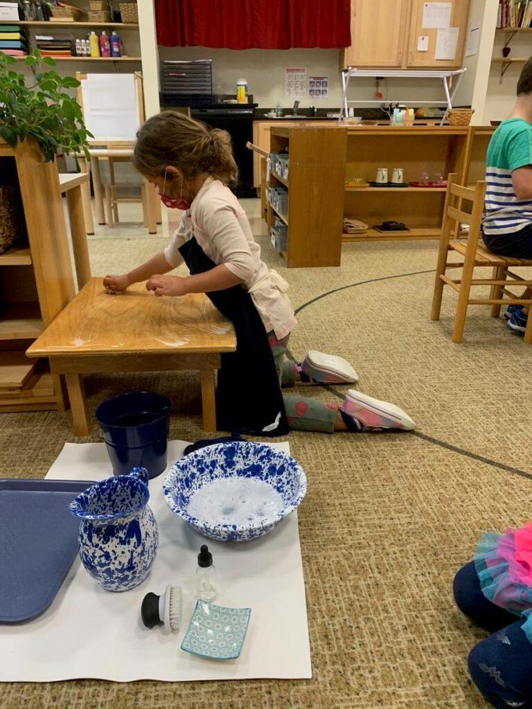 Table scrubbing Private-School-RI-Montessori
